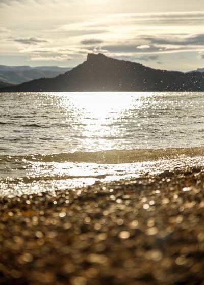 Soleil couchant au bord de la mer